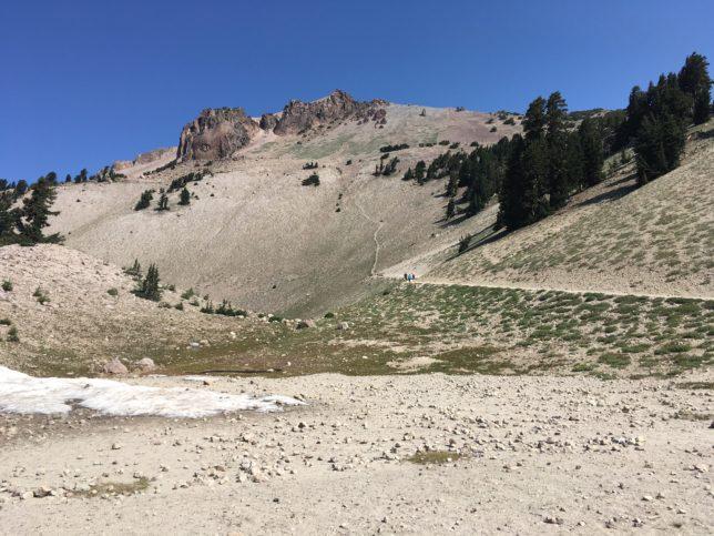 trail-head-to-lassen-peak
